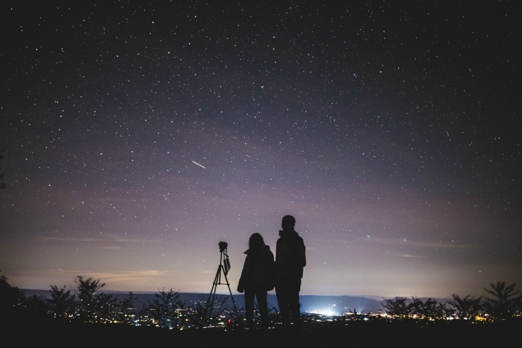 The Cincinnati Astronomical Society will discuss telescopes and show visitors how to view the night sky.