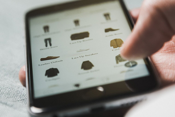 Cladwell's new iOS app offers daily outfit recommendations based on clothing a user owns.