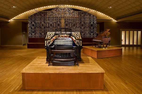 In 2007, an anonymous donor paid to refurbish the 1927 Mighty Wulitzer and install it in Music Hall.