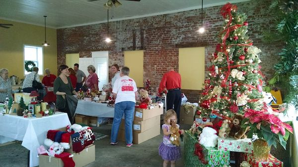 Community members gathered for last year's ornament swap in Mt. Healthy.