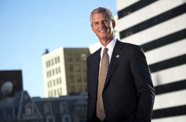 As he prepares to retire from Fifth Third, Kevin Kabat is devoting extra time as chair of the 2015 United Way campaign